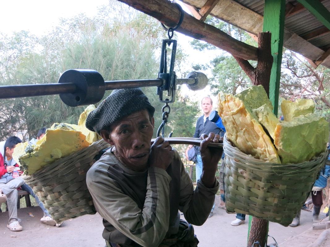 ijen java arbeiter banyuwangi indonesien