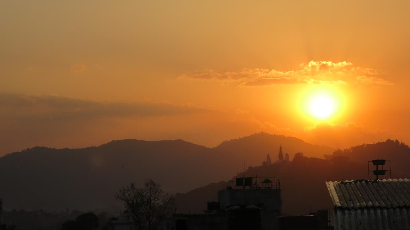 Sonnenuntergang-Berg-Kathmandu