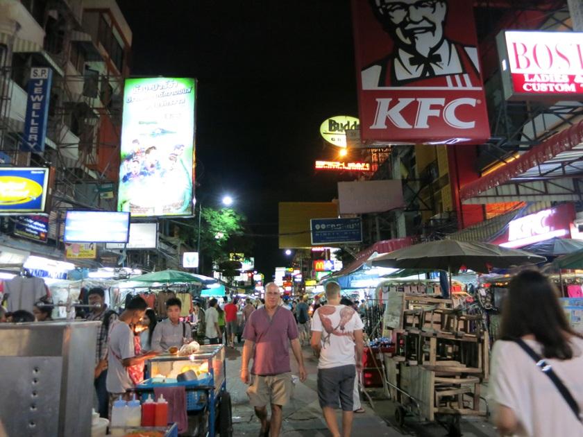 Touristen auf der Khao San Road