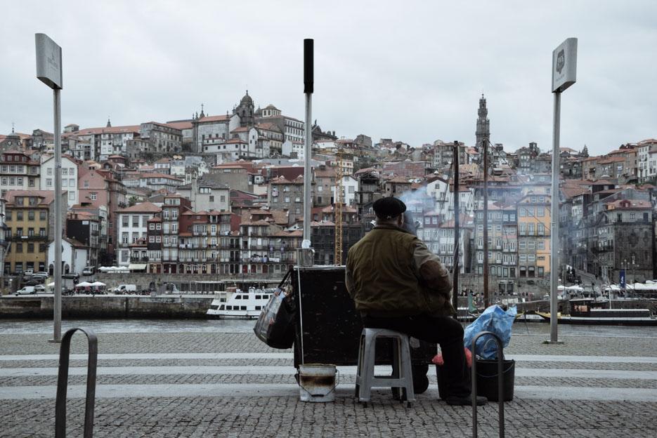 Maronenverkäufer am Douro