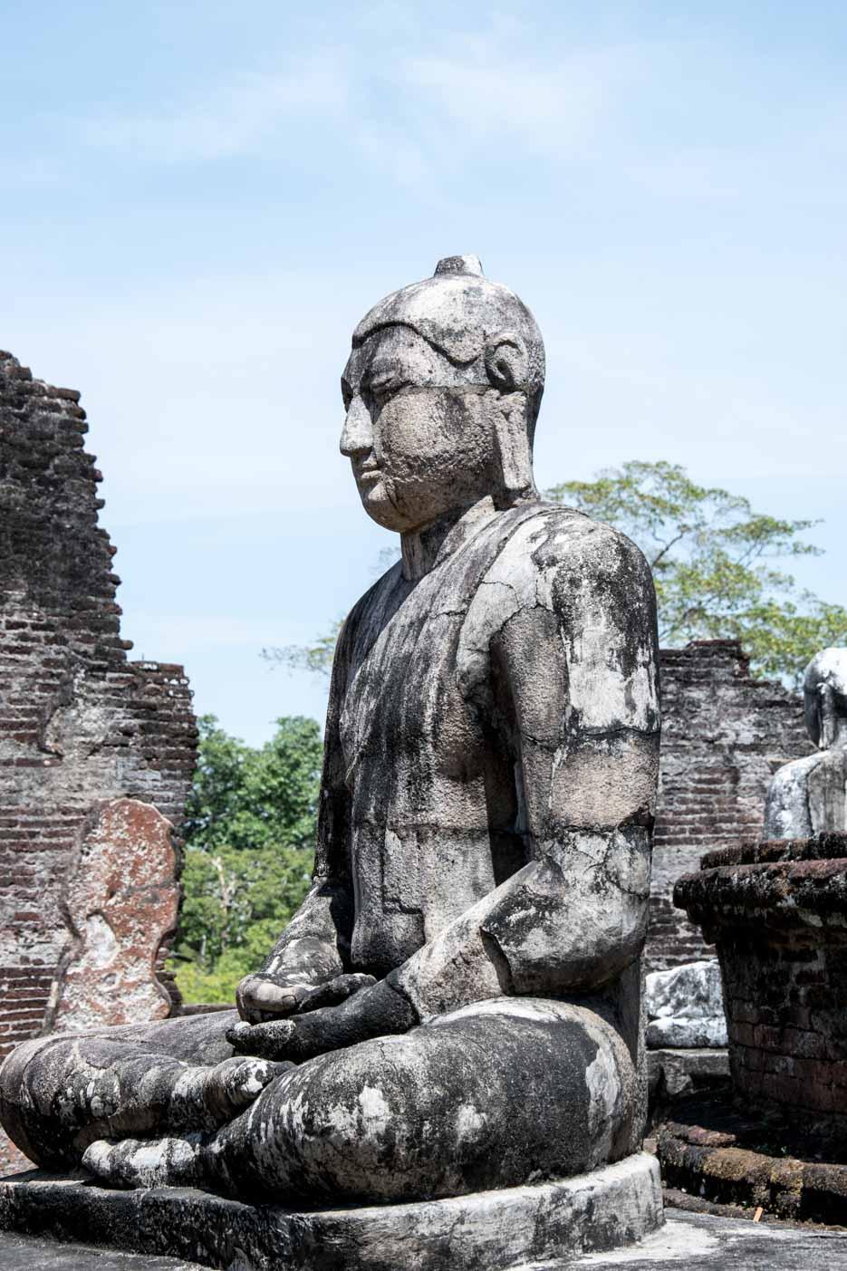 buddha statue stein polonnaruwa_sri_lanka-6