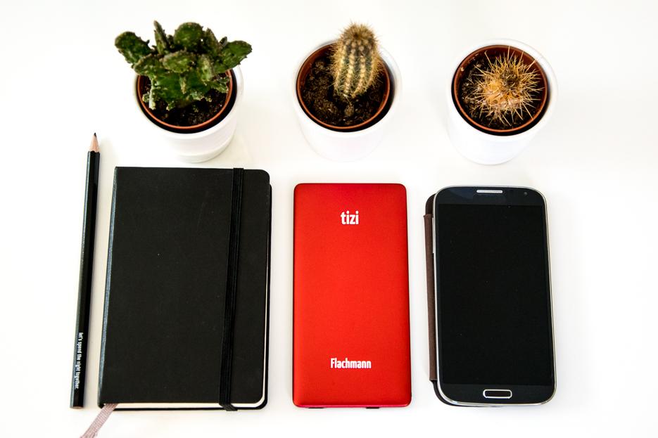 tizi portable akku iphone tankstelle flachmann