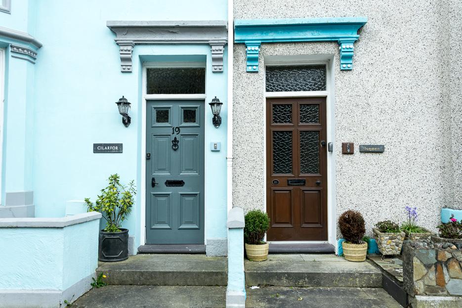 Türen Caernarfon Wales England alte Häuser