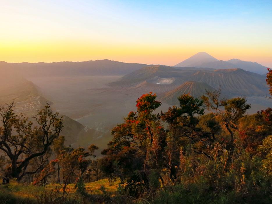 Der Vulkan Bromo auf Java bei Sonnenaufgang
