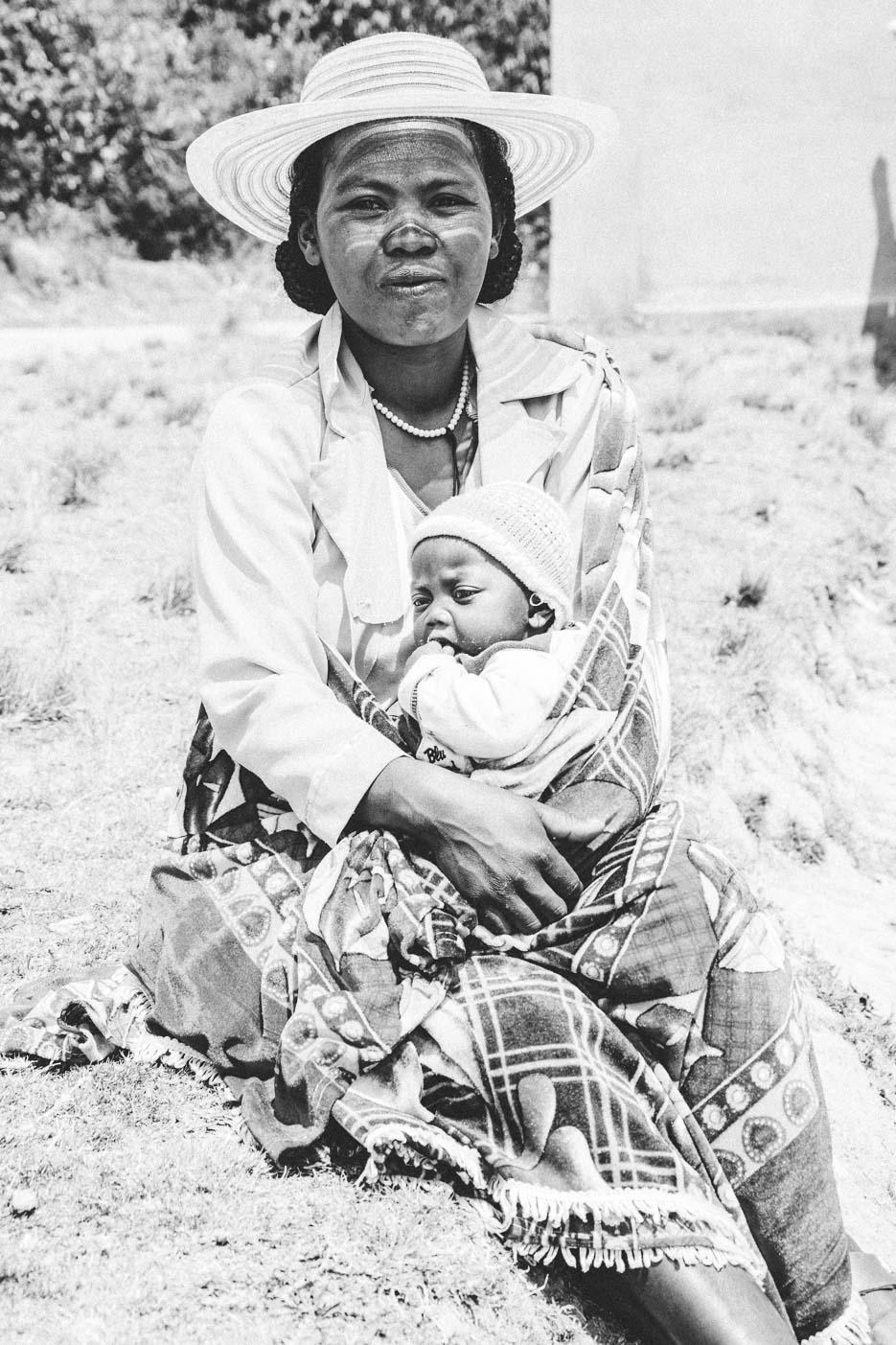 Madagaskar Frau Baby Kirche Fotografie