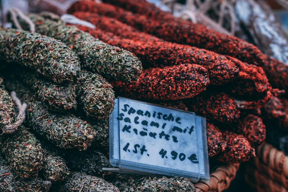 wien naschmarkt salami wurst aufschnitt