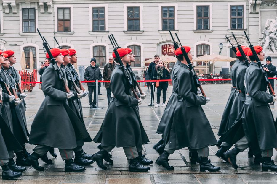 wien soldaten hofburg staatsempfang