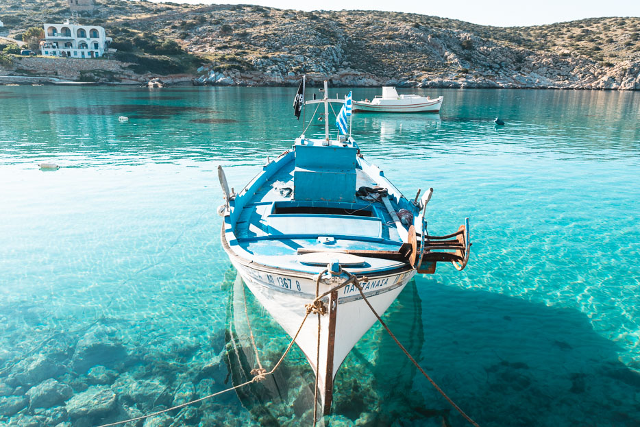 Griechenland Strand blaues Meer Boot Kykladen Urlaub