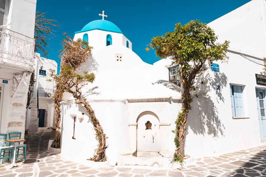 Griechenland Kykladen Paros Naxos Kirche blaue Dächer