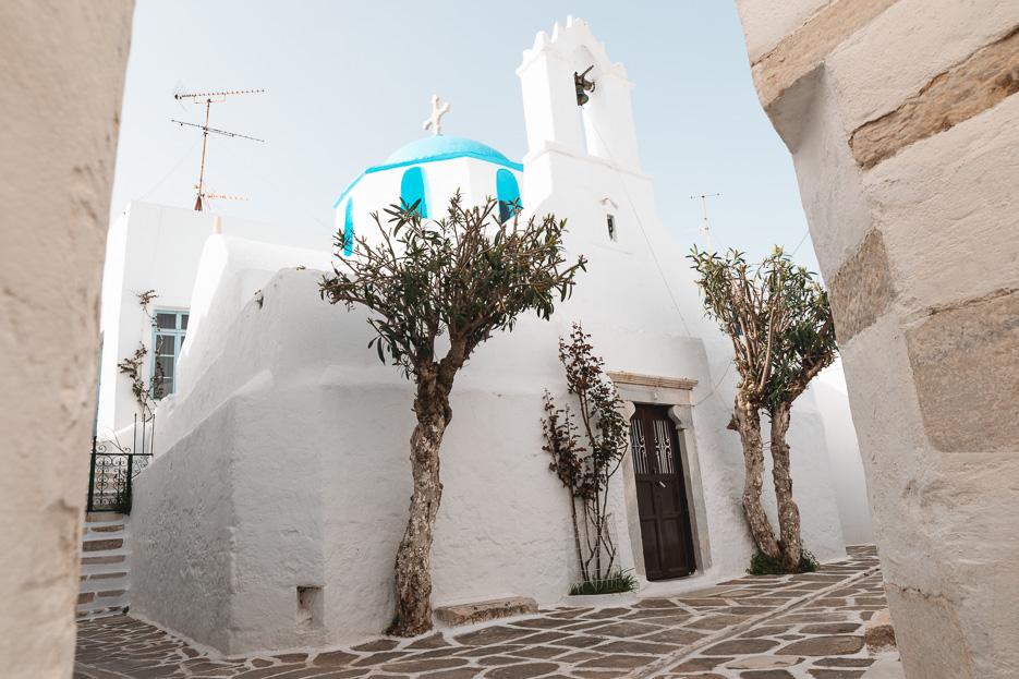 Kykladen Griechenland Paros Kirche blaues Dach