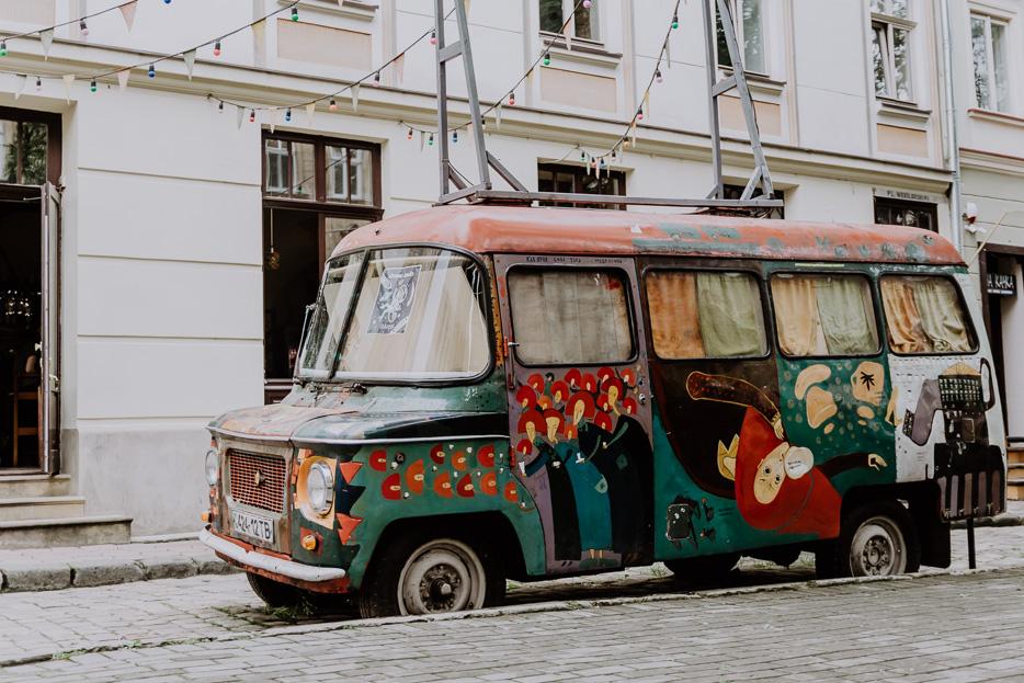 lviv lemberg auto streetart