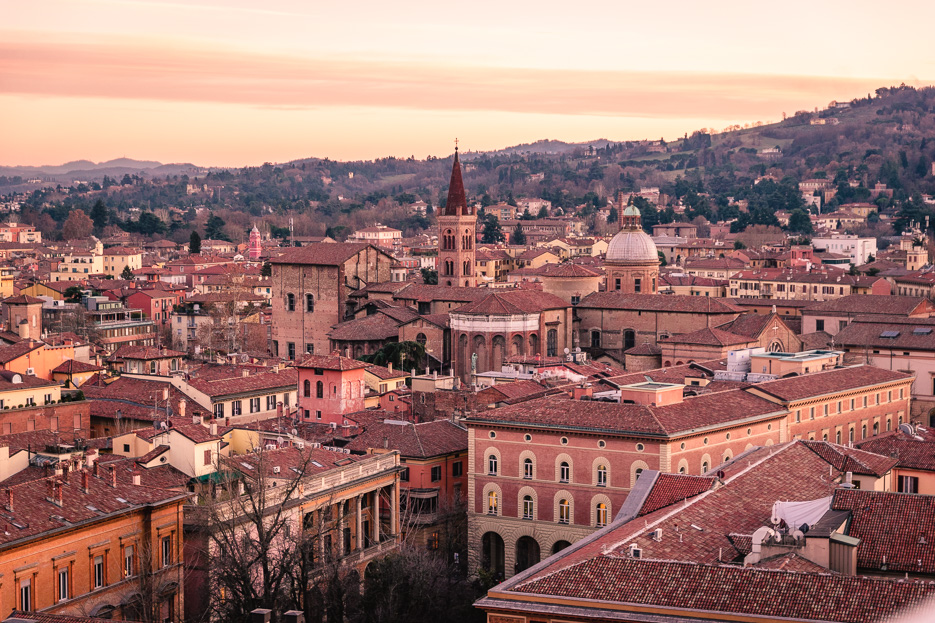 Bologna rote Dächer Sehenswürdigkeiten Aussichtspunkte Tipps
