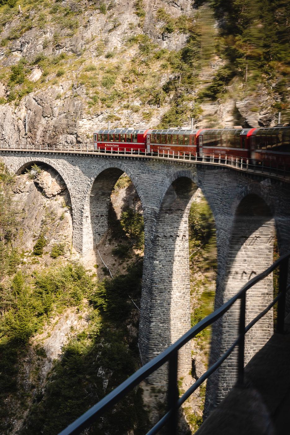 viadukt schweiz graubünden bernina express