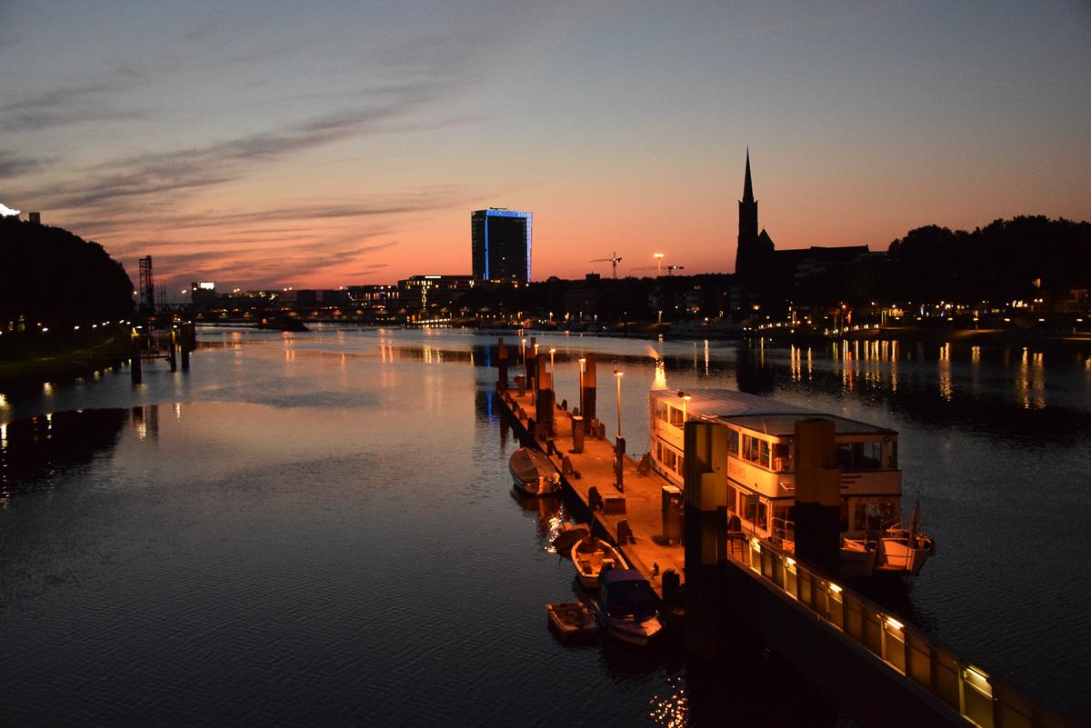 Bremen bei Nacht Weser